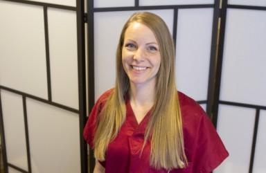 Akupunktör Nina Behr